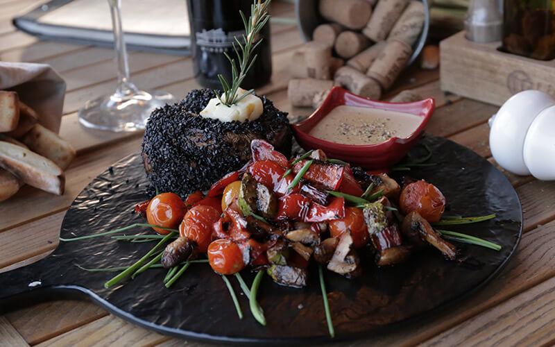 Biftek u crnom susamu